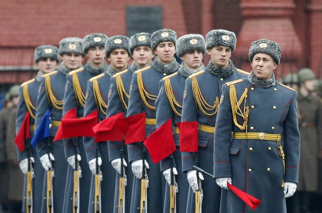 Servicemen line up during a military parade in Red Square in Moscow, November 7, 2014. (Photo by Maxim Shemetov/Reuters)