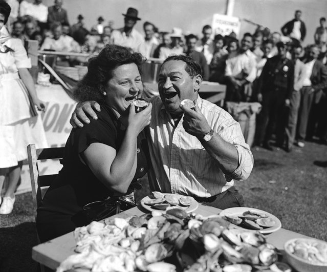Catherine Hollis of Chester, Pa., and Izzy Weintraub of Atlantic City eat Cherrystone clams at Atlantic City's annual clam-eating contest September 16, 1946. They finished 96 and 66 clams respectively in 20 minutes. (Photo by Sam Myers/AP Photo)