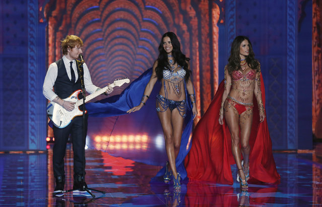 Singer Ed Sheeran performs during the 2014 Victoria's Secret Fashion Show in London December 2, 2014. (Photo by Suzanne Plunkett/Reuters)