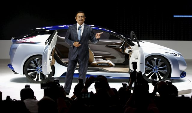 Carlos Ghosn, CEO of the Renault-Nissan Alliance speaks in front of the Nissan IDS concept car during a presentation at the 44th Tokyo Motor Show in Tokyo, Japan, October 28, 2015. (Photo by Toru Hanai/Reuters)