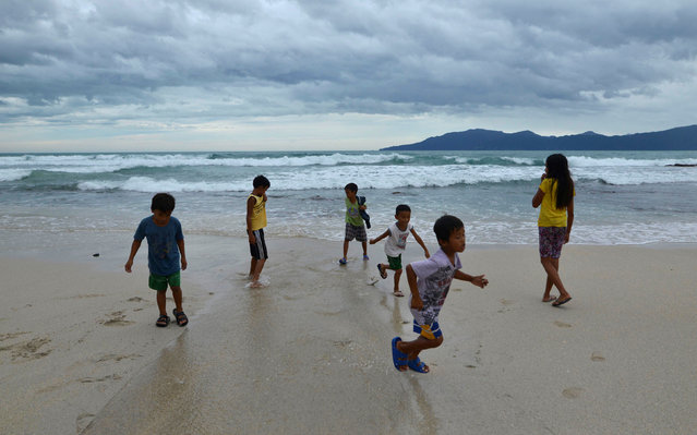 Children play along an empty beach after Typhoon Haima struck Pagudpud, Ilocos Norte, in northern Philippines, October 20, 2016. (Photo by Ezra Acayan/Reuters)