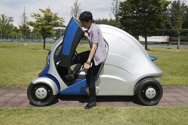 The Armadillo-T, a foldable electric vehicle made in South Korea, can with a click on a smartphone park itself and fold nearly in half, freeing up space in crowded cities. The quirky two-seater may never see production but it is part of a trend of developing environmentally friendly vehicles for urban spaces. (Photo by Kim Hong-Ji/Reuters)