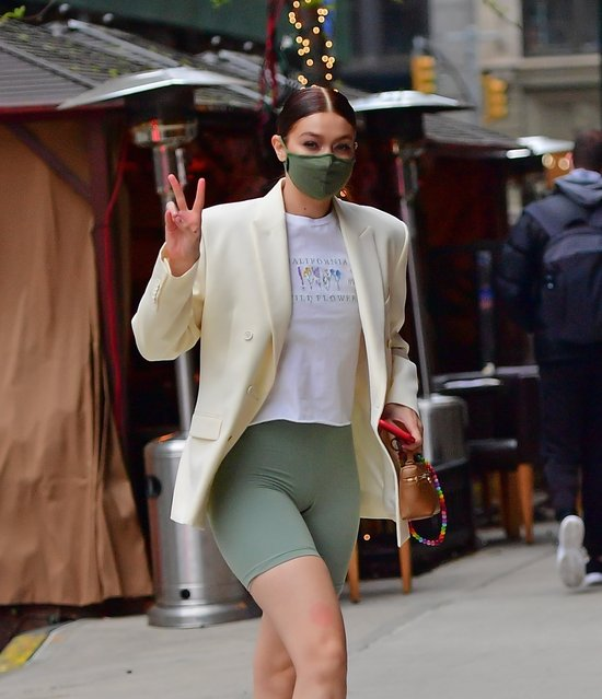 American model Gigi Hadid flashes the peace sign as she arrives at her apartment in New York on April 21, 2021. (Photo by Backgrid USA)