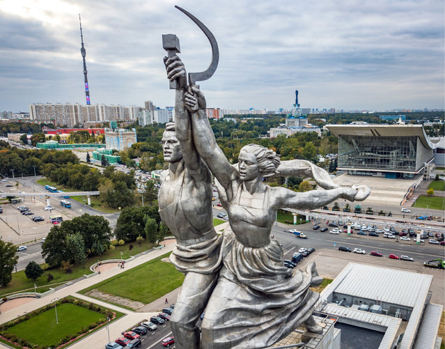 A view of Worker and Kolkhoz Woman, a sculpture by Vera Mukhina, at the main entrance to Moscow's VDNKh exhibition center in Moscow, Russia on September 27, 2017. (Photo by Dmitry Serebryakov/TASS/Barcroft Images)
