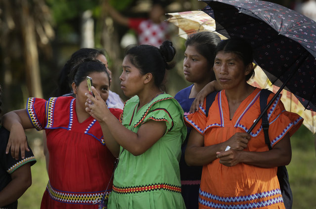 In this November 26, 2018 photo, a group of Ngabe-Bugle women take photos during the second edition of the Panamanian indigenous games in Piriati, Panama. For two days, more than 100 competitors from the main indigenous groups of Panama, Guna, Embera, Ngabe-Bugle, converged for the second time to celebrate their ancestral games. (Photo by Arnulfo Franco/AP Photo)