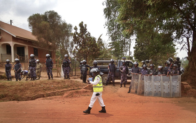 Ugandan police block the media and others from accessing opposition candidate Kizza Besigye, as he remains under house arrest at his home in Kasangati, outside Kampala, in Uganda Saturday, February 20, 2016. (Photo by Ben Curtis/AP Photo)