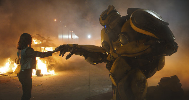 "This image released by Paramount Pictures shows Hailee Steinfeld as Charlie and Bumblebee in a scene from ""Bumblebee"". (Photo by Paramount Pictures via AP Photo)"