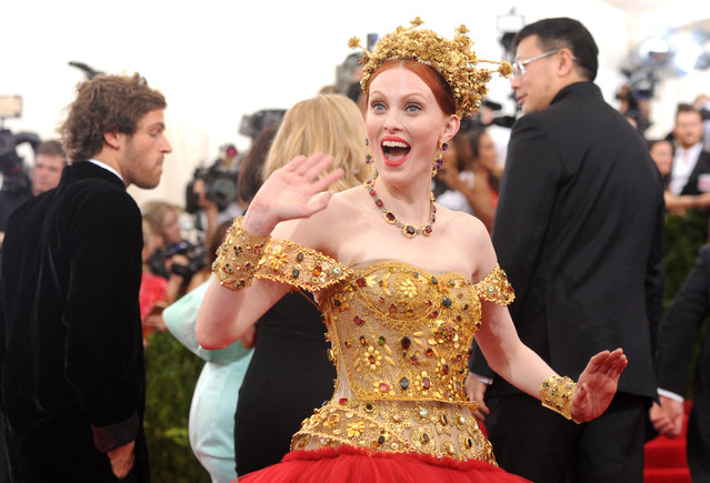 """Karen Elson arrives at The Metropolitan Museum of Art's Costume Institute benefit gala celebrating """"China: Through the Looking Glass"""" on Monday, May 4, 2015, in New York. (Photo by Charles Sykes/Invision/AP Photo)"""