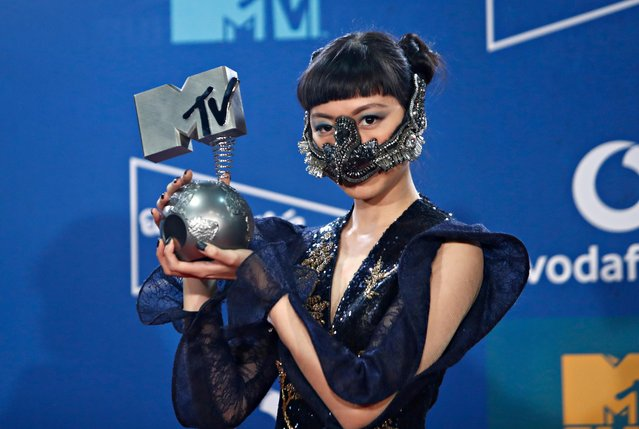 Jasmine Sokko poses with the Best Southeast Asian Act award at the backstage during the 2019 MTV Europe Music Awards at the FIBES Conference and Exhibition Centre in Seville, Spain, November 3, 2019. (Photo by Jon Nazca/Reuters)