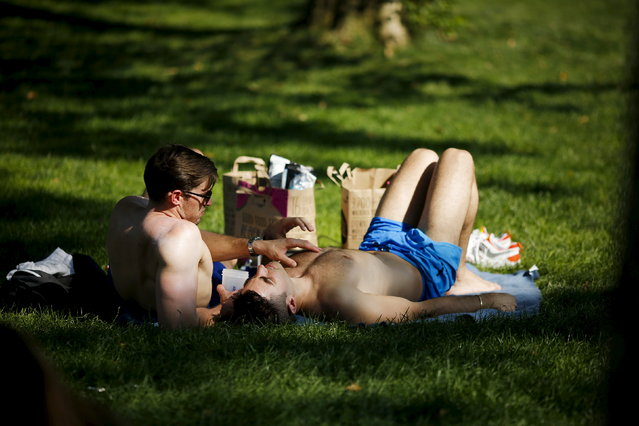 People enjoy a sunny day at Central Park in New York July 19, 2015. (Photo by Eduardo Munoz/Reuters)