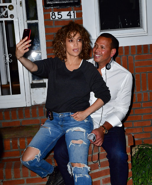 """Jennifer Lopez and Alex Rodriguez seen on location for """"Shades of Blue"""" in Queens on August 23, 2017 in New York City.  (Photo by James Devaney/GC Images)"""