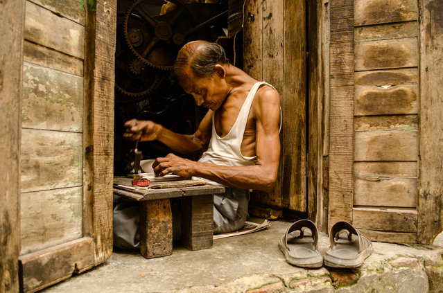 CGAP Photo Contest – Special Mention: Press Man, India. A press man is hard at work in his shop in rural India. He operates a small printing business that earns him sufficient money to support his family. (Photo by Soumya Shankar Ghosal)