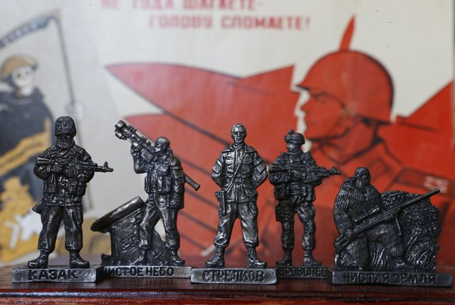 """Figurines of pro-Russian separatist fighters from the collection entitled """"Toy Soldiers of Novorossiya"""" are on display at a workshop in Moscow August 29, 2014. (Photo by Sergei Karpukhin/Reuters)"""