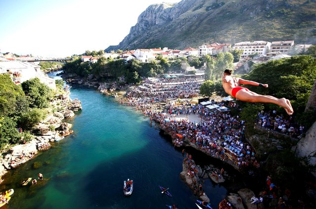 A man jumps from the Old Bridge during 450th traditional diving competition in Mostar, Bosnia and Herzegovina, July 31, 2016. (Photo by Dado Ruvic/Reuters)