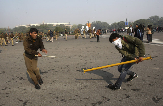A police officer and a demonstrator scuffle near the presidential palace during a protest rally in New Delhi, on December 22, 2012. Indian police used batons, tear gas and water cannon to turn back thousands of people marching on the presidential palace in intensifying protests against the gang-rape of a woman on the streets and on social media. (Photo by Adnan Abidi/Reuters)
