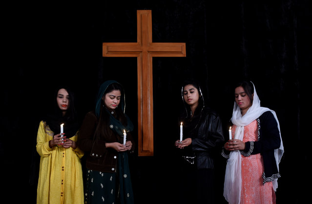 Pakistani well-wishers pray for the victims of a suicide attack on a church, in Lahore on December 20, 2017. A suicide bomb attack on a Pakistan church claimed by the Islamic State group killed at least eight people and wounded 30 during a service on December 17, just over a week before Christmas. (Photo by Arif Ali/AFP Photo)