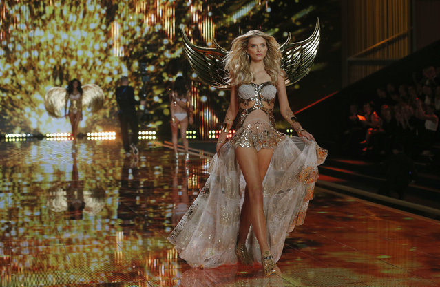 Model Lily Donaldson presents a creation at the 2014 Victoria's Secret Fashion Show in London December 2, 2014. (Photo by Suzanne Plunkett/Reuters)