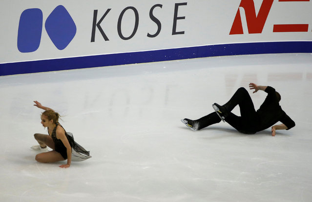 Figure Skating, ISU Grand Prix of Figure Skating NHK Trophy 2016/2017, Pairs Short Program, Sapporo, Japan on November 25, 2016. Tarah Kayne and Daniel O Shea of the U.S. fall. (Photo by Issei Kato/Reuters)