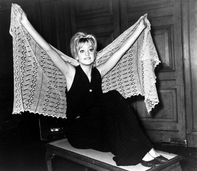 American actress Goldie Hawn wears a shawl over a maxi-dress as she poses at the Dorchester Hotel in London, February 1, 1970. (Photo by AP Photo)