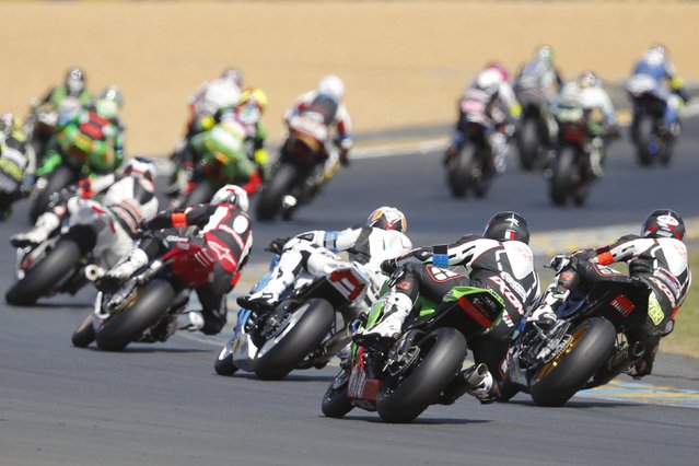 Riders ride at the start of the 38th Le Mans 24 Hours motorcycling endurance race in Le Mans, western France April 18, 2015. (Photo by Stephane Mahe/Reuters)