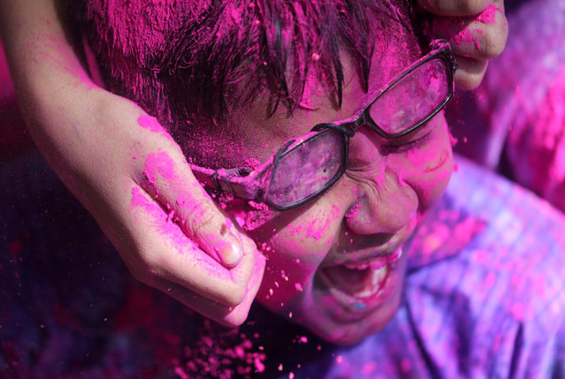 Disabled children cover each other in coloured powder during Holi celebrations in Mumbai, India March 19, 2019. (Photo by Francis Mascarenhas/Reuters)