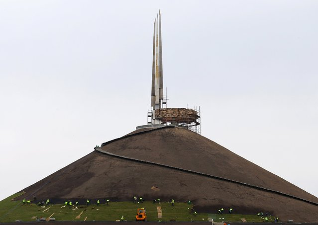 Employees work to restore the Mount of Glory, dedicated to World War Two, near the village of Sloboda, east of Minsk, April 26, 2015. (Photo by Vasily Fedosenko/Reuters)