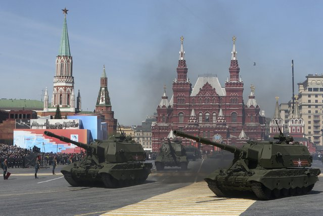 Russian servicemen drive self-propelled howitzers Koalitsiya-SV during a rehearsal for the Victory Day parade in Red Square in central Moscow, Russia, May 7, 2015. (Photo by Sergei Karpukhin/Reuters)