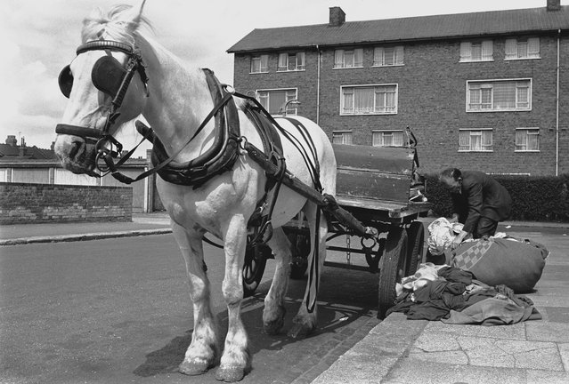 A rag-and-bone man on his rounds in the East End of London, 1960s. (Photo by Steve Lewis/Getty Images)