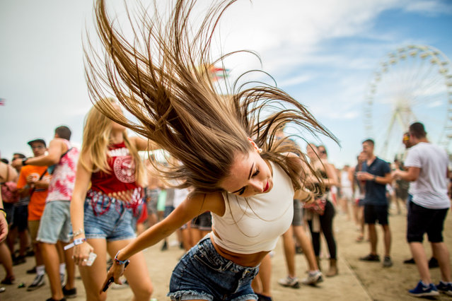 Festival goers having fun at the Balaton Sound music festival in Zamardi next to the Lake of Balaton, 110 km (68 miles) west of Budapest, July 6, 2017. (Photo by Sandor Csudai)