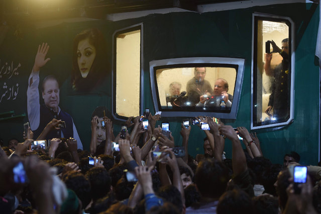 Ousted Pakistani prime minister Nawaz Sharif addresses a rally from his bullet-proof container in Rawalpindi on August 9, 2017. Deposed Pakistani prime minister Nawaz Sharif is leading a rally from the capital Islamabad to his home in Lahore, following his ouster by the Supreme Court following a corruption probe. (Photo by Farooq Naeem/AFP Photo)