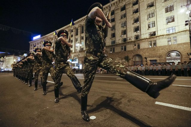 Ukrainian soldiers march along Khreshchatyk street during a rehearsal for the Independence Day parade in Kiev August 20, 2014. The parade will take place this Sunday. (Photo by Gleb Garanich/Reuters)
