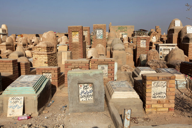 """Tombs are seen at the Wadi al-Salam cemetery, Arabic for """"Peace Valley"""", in Najaf, south of Baghdad, Iraq, August 3, 2016. (Photo by Alaa Al-Marjani/Reuters)"""