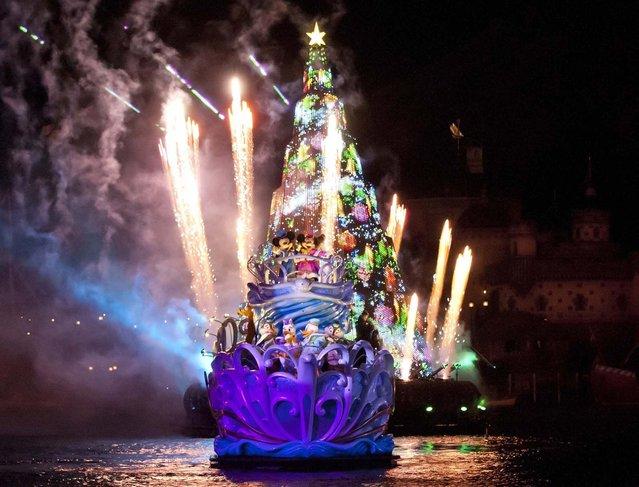 Tokyo DisneySea at Urayasu, Chiba prefecture, is holding Christmas festivities each night until December 25, 2012. At neighboring Tokyo Disneyland, the Christmas Fantasy parade is held twice daily at the theme park. (Photo by Disneyland)