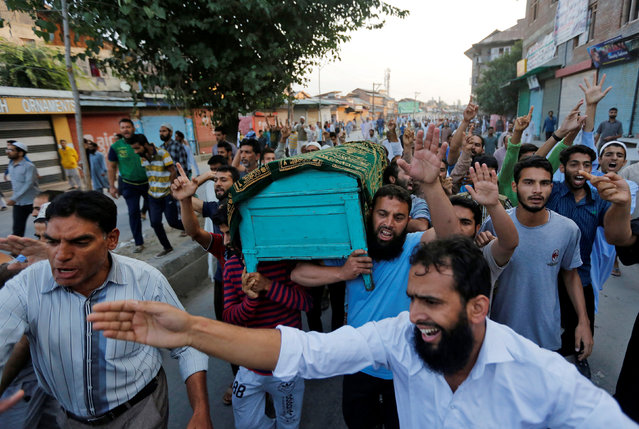 Kashmiri men carry a coffin containing the body of Abdul Qayoom, a civilian whose family said in local media reports was beaten by Indian police on Friday and had succumbed to his injuries at a hospital, during his funeral in Srinagar September 10, 2016. Police said it was a traffic accident incident, media reports added. (Photo by Danish Ismail/Reuters)