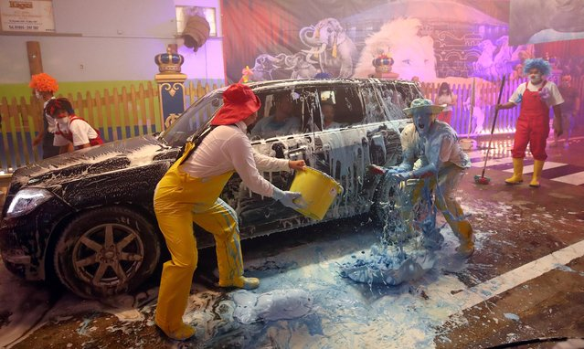 Clowns of the circus Krone joke around in the circus' own car wash to bring joy to the people, as the circus is not allowed to perform due to the coronavirus disease (COVID-19) outbreak, in Munich, Germany, August 20, 2020. (Photo by Michael Dalder/Reuters)