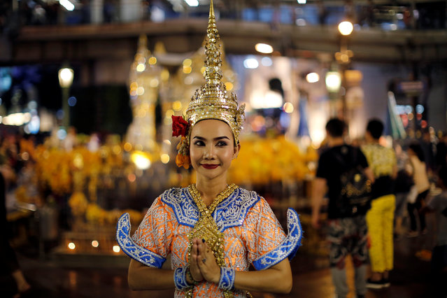 A thai classical dancer poses for photos at the Erawan shrine in central of Bangkok, Thailand, August 30, 2016. Picture taken August 30, 2016. (Photo by Jorge Silva/Reuters)