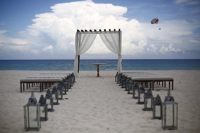Preparations are made for a wedding on a beach in Cancun, August 15, 2015. (Photo by Edgard Garrido/Reuters)