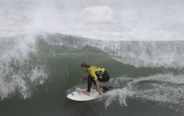 World Surf League World Title winner Hawaian surfer John John Florence competes during the final heat of the Portuguese stage of the World Surf League championship at Supertubos beach near Peniche, central Portugal, on October 25, 2016. (Photo by Francisco Leong/AFP Photo)