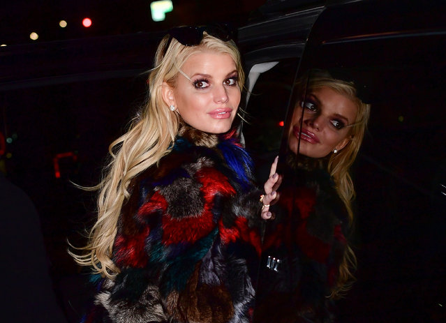 Jessica Simpson leaves Barneys New York on October 24, 2016 in New York City. (Photo by James Devaney/GC Images)