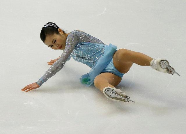 Figure Skating, ISU Grand Prix of Figure Skating NHK Trophy 2016/2017, Ladies Short Program, Sapporo, Japan on November 25, 2016. Satoko Miyahara of Japan falls. (Photo by Issei Kato/Reuters)