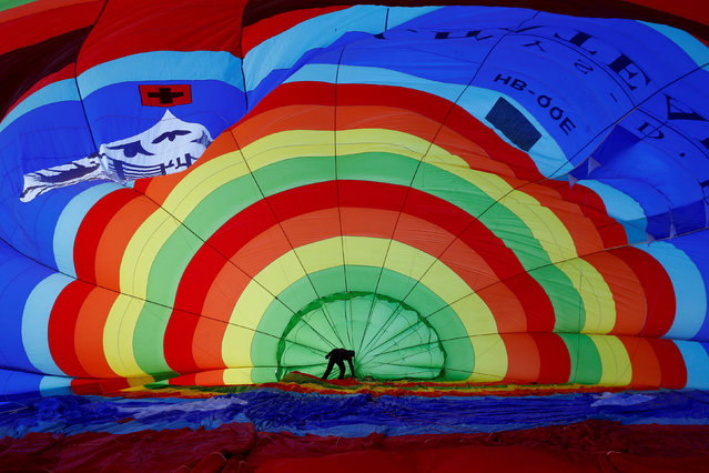 A participant prepares his balloon during the 41st International Hot Air Balloon Week in Chateau-d'Oex, Switzerland January 26, 2019. (Photo by Denis Balibouse/Reuters)