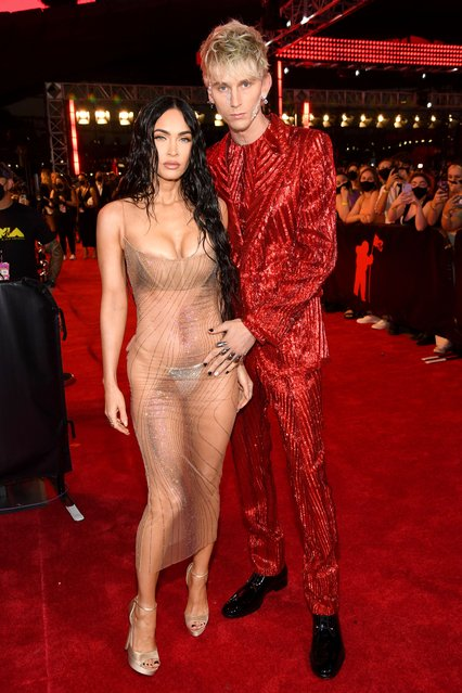 US rapper Machine Gun Kelly and US actress Megan Fox arrive for the 2021 MTV Video Music Awards at Barclays Center in Brooklyn, New York, September 12, 2021. (Photo by Kevin Mazur/MTV VMAs 2021/Getty Images for MTV/ViacomCBS)
