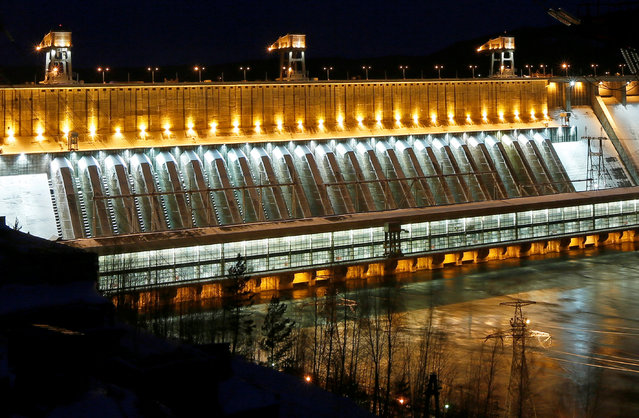 A general view of the Krasnoyarsk hydroelectric power station, illuminated on the occasion of the New Year and the upcoming Christmas, on the Yenisei River outside Krasnoyarsk, Russia January 1, 2017. (Photo by Ilya Naymushin/Reuters)