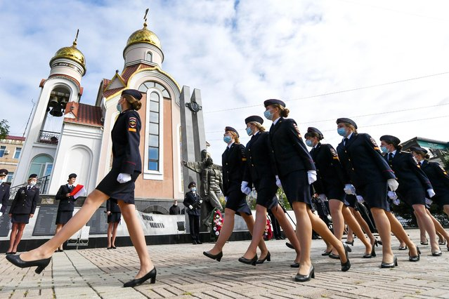 First year cadets of the Vladivostok branch of Russian Internal Affairs Ministry's Far Eastern Law Institute march in formation during a ceremony to take oath of allegiance at a monument to Internal Affairs Ministry officers who lost their lives in line of duty in Vladivostok, Russia on September 24, 2021. 27 cadets took oath of allegiance during the ceremony. (Photo by Yuri Smityuk/TASS)