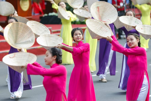 Vietnamese girls perform a dance during celebrations marking the 40th anniversary of the end of the Vietnam War in Ho Chi Minh City, Vietnam, 30 April 2015. (Photo by Le Quang Nhat/EPA)