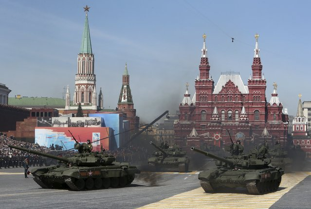 Russian servicemen drive T-90 tanks during a rehearsal for the Victory Day parade in Red Square in central Moscow, Russia, May 7, 2015. (Photo by Sergei Karpukhin/Reuters)