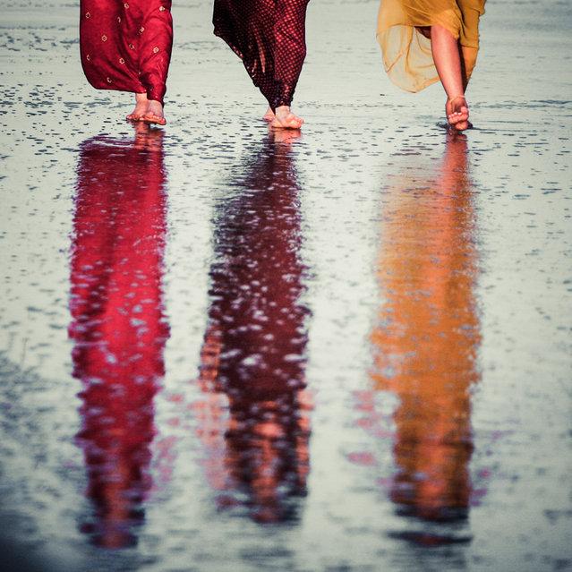 """Walking six feet tall"". (Photo by Photocillin)"