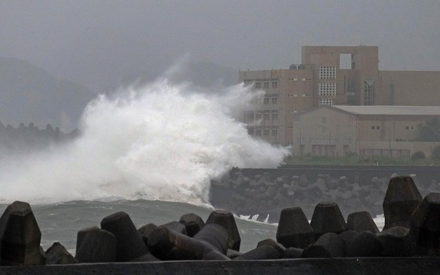 Giant waves crash into the coastline next to National Taiwan Ocean University (R) in Keelung as Typhoon Chan-hom brings rain to northern Taiwan on July 10, 2015. Taiwan was bracing for fierce winds and torrential rains on July 10 as Typhoon Chan-hom gained momentum and the island's stock market, schools and offices closed in preparation for the storm. (Photo by AFP Photo)