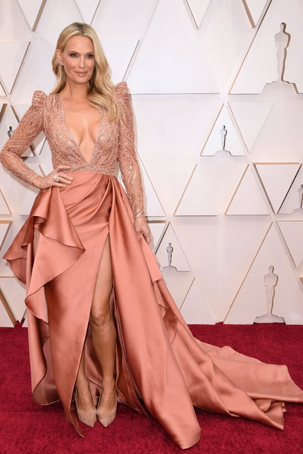 US model Molly Sims arrives for the 92nd Oscars at the Dolby Theatre in Hollywood, California on February 9, 2020. (Photo by Robyn Beck/AFP Photo)