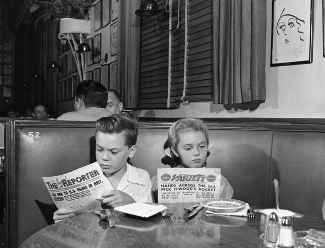 Even the youngsters in the Principal industry here take their business literature seriously. Here Bobby Driscoll and Luana Patten absorb the latest news from trade papers, while breakfasting at the Brown Derby in Hollywood, Los Angeles on September 29, 1947. (Photo by AP Photo)